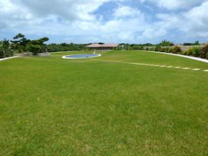 星のや竹富島のプール遠景