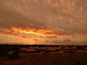 星のや竹富島の集落夕焼け