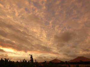 星のや竹富島の見晴台から見た夕焼けの空