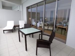 ホテルオリオンモトブリゾート&スパの部屋のベランダ部分