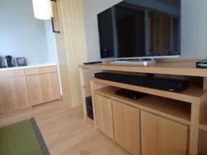 ホテルオリオンモトブリゾート&スパの部屋のテレビ