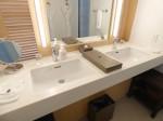 ホテルオリオンモトブリゾート&スパの部屋の洗面台シンク