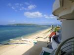 沖縄リゾートホテルベルパライソの部屋から見た古宇利島
