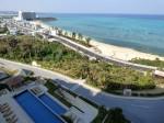 カフーリゾートフチャクコンド・ホテルからみたフチャクビーチ(The Fuchaku beach front of Kafuu Resort Fuchaku CONDO HOTEL, Okinawa-ken)