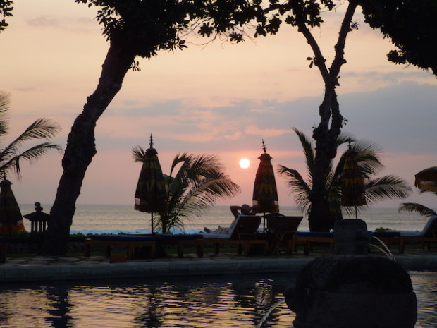 バリ島オベロイホテルの夕景(The sunset view of Oberoi hotel, Bari island Indonesia)