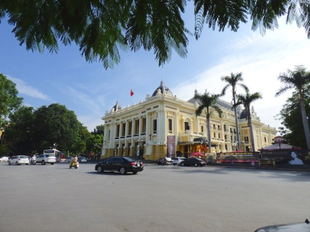 ベトナムハノイの市劇場「オペラハウス」(Opera house at Hanoi Vietnam, Vietnam)