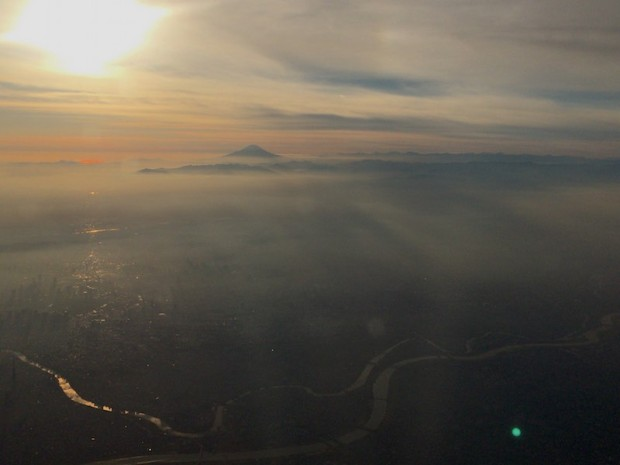 空から見た富士山の夕景(The view of Mt. Fuji from Airplanethe, Tokyo Japan)