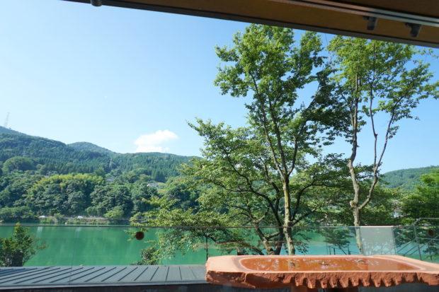 富山「リバーリトリート雅樂倶」ロビーからの景色